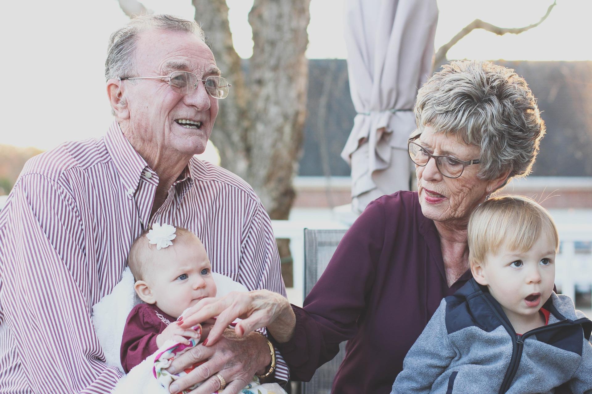 Как договориться с бабушками, если у вас разные взгляды на воспитание ребенка