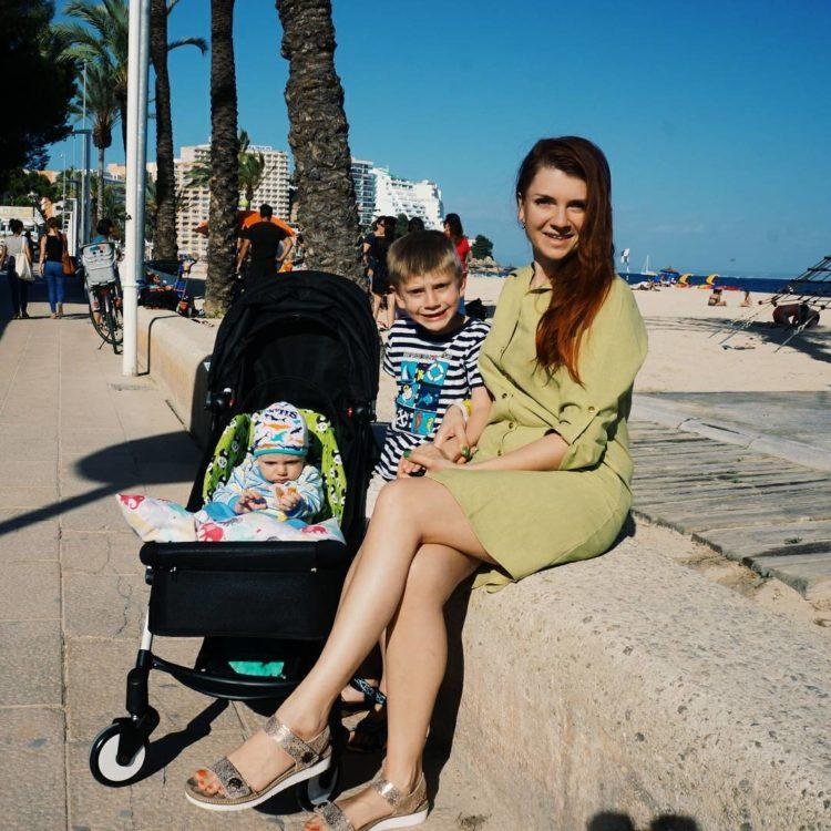 Виктория Умеренкова с детьми