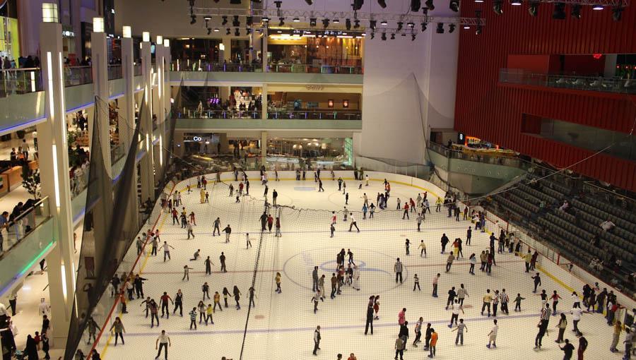 Ледовый каток в Dubai Mall