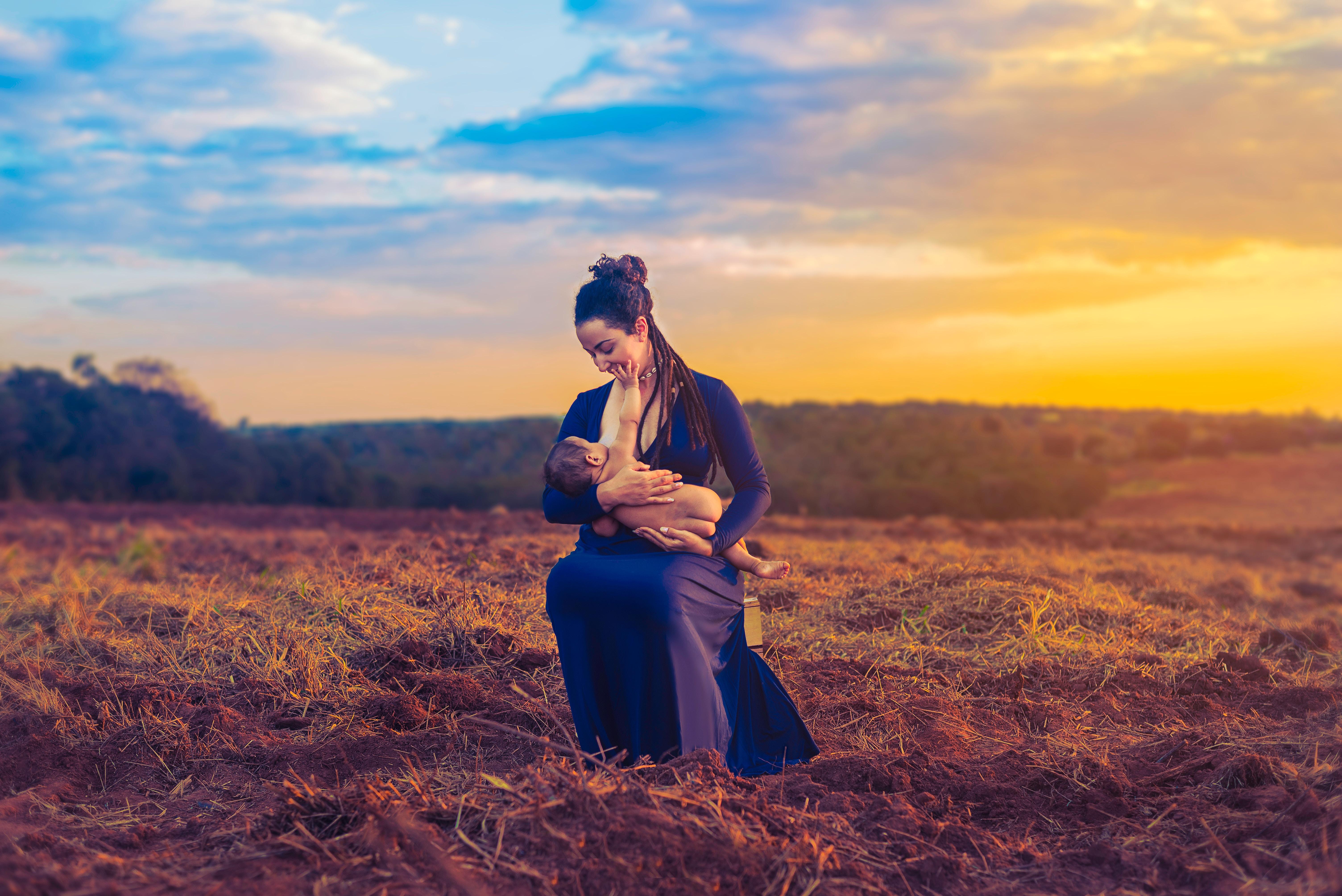 Фотограф делает снимки женщин, чтобы показать, как выглядит материнство на самом деле